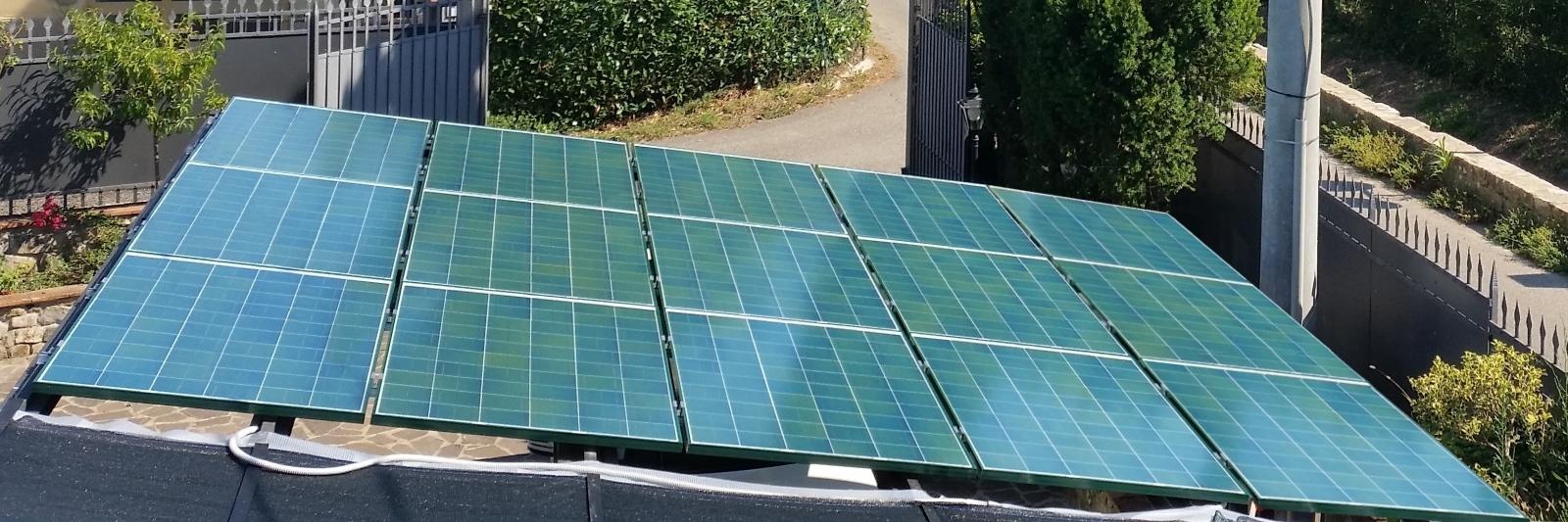 impianto fotovoltaico colorato verde